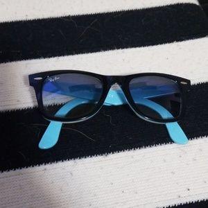 Ray Ban Wayfarer Sunglasses, black frame